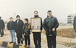 Mourners hold up King Hussein portrait.jpg