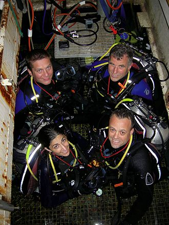 NEEMO - The NEEMO 9 crew: Left to right (rear): Broderick, Williams; front: Stott, Garan.