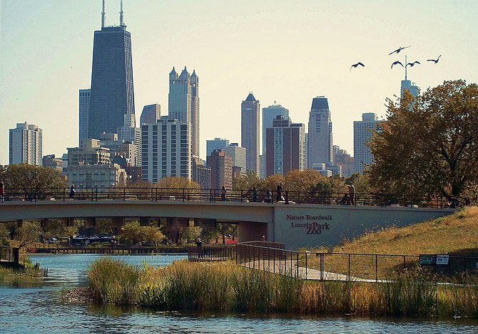 English: Lincoln Park South Pond and Lincoln P...