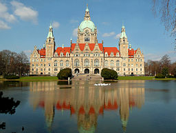 Maschteich und Neues Rathaus Hannover, Gartenfassade mit vorgelagerter Freitreppe