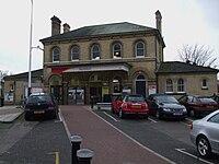Norbiton station building.JPG
