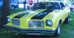 Oldsmobile Cutlass (Auto classique Salaberry-De-Valleyfield '11).jpg