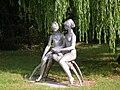 Olvasó lányok (R. Kiss Lenke), Tatabánya26.jpg