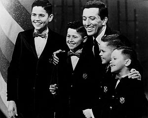 The Osmonds - The boys with Andy Williams in 1964. From left: Alan, Wayne, Williams, Merrill and Jay.