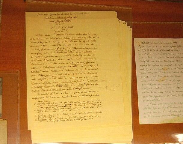 破傷風菌に関する論文原稿(明治22年)コッホと思われる書き込みが認められる 東大医科研・近代医科学記念館 Wikipediaより