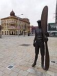 Pardubice, socha Jana Kašpara (5).jpg