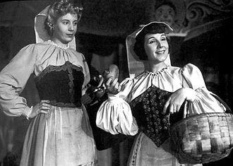 Libertad Lamarque - Eva Perón and Libertad Lamarque in film La cabalgata del circo (1945).