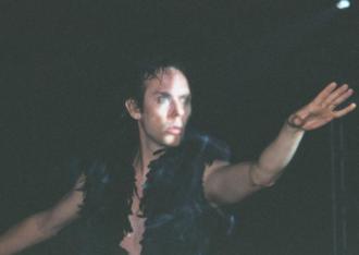 Peter Murphy (musician) - Peter Murphy performing on the 2002 Dust tour