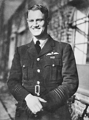 Phil Lamason - Squadron Leader Phil Lamason c. 1942