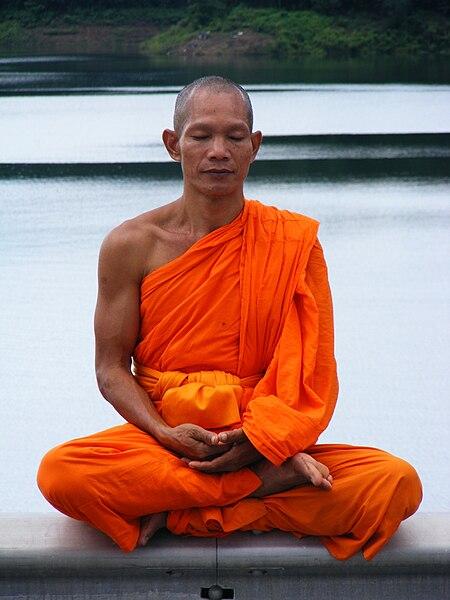 Bestand:Phra Ajan Jerapunyo-Abbot of Watkungtaphao.jpg