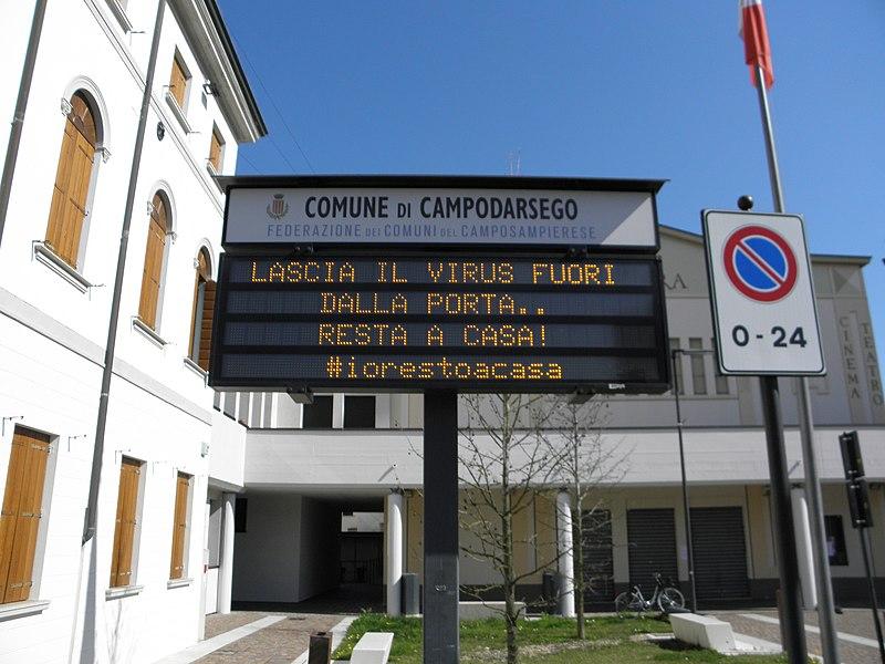 File:Piazza Europa, indicazioni COVID-19 (Campodarsego) 02.jpg
