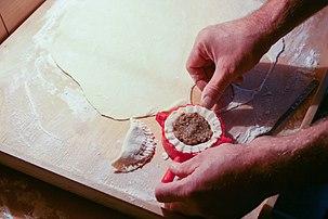 Confection de pierogi. (définition réelle 3718×2479)
