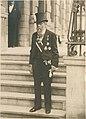 Pierre Cuypers op de trappen van het Roermondse stadhuis Cuypershuis 0662-1.jpg