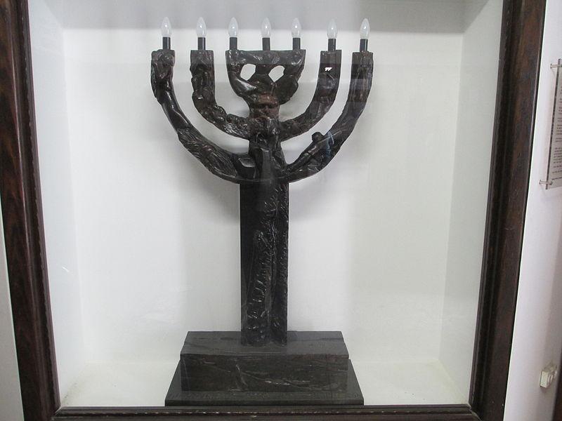 מנורת שבעה קנים של בתיה לישנסקי