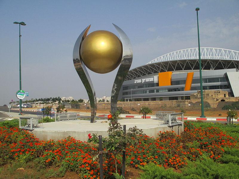 פסל כדור הזהב באצטדיון נתניה