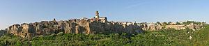 Pitigliano - Panorama agosto 2004 - new version 2015.jpg