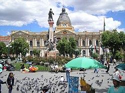 Plaza de Armas de La Paz, Palacio del Gobierno al fondo.jpg