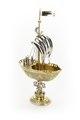 Pokal av silver i form av ett skepp med tretungad korsflagga, till större delen av förgyllt silver - Skoklosters slott - 91936.tif