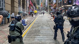 Police use Pepper-spray ball in Central view 20200527.jpg