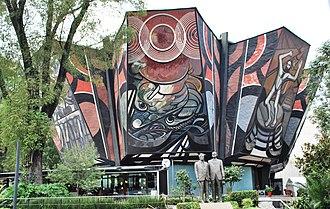 Hotel de México - The Polyforum. A statue of Siqueros and Suárez stands in front.