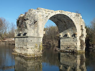 Ambrussum - The remaining arch of the Pont Ambroix.