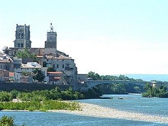 Pont-Saint-Esprit - Saint Saturnin church and the medieval bridge over the Rhône River