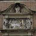 Poortdoorgang, detail reliëf - Gouda - 20366657 - RCE.jpg
