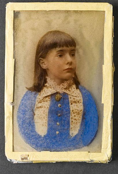 File:Porträtt av flicka, krystoleum, handkolorerat - Nordiska Museet - NMA.0052996 1.jpg