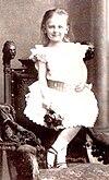 Portret van Prinses Wilhelmina, kennelijk uit 1885.jpg