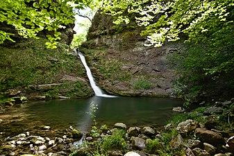 Pozo de la arbencia y cascada 02.jpg