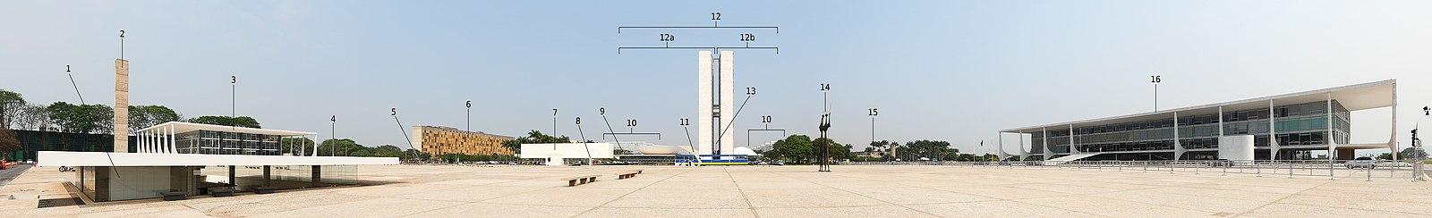 Vista panorâmica da Praça dos Três Poderes: a esquerda o Supremo Tribunal Federal (3), no centro o Congresso Nacional – (12) e a direita o Palácio do Planalto (16)