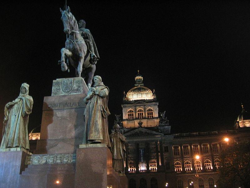 Prag Wenzelsplatz Wenzelsdenkmal Nationalmuseum bei Nacht