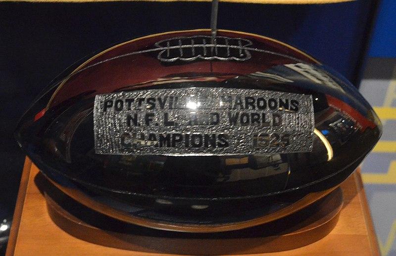 File:Pro Football Hall of Fame (11282432184).jpg