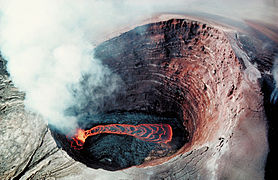 Puu Oo - Crater Lava pond 1990.jpg