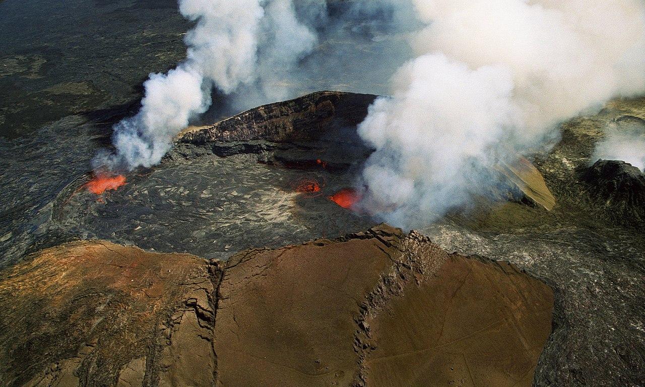 Puu Oo at Kilauea Volcano Hawaii - Aerial View October 1997 02.jpg