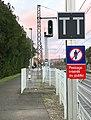 Quai vers Lyon - gare de Saint-Maurice-de-Beynost et panneaux TT et autres.jpg