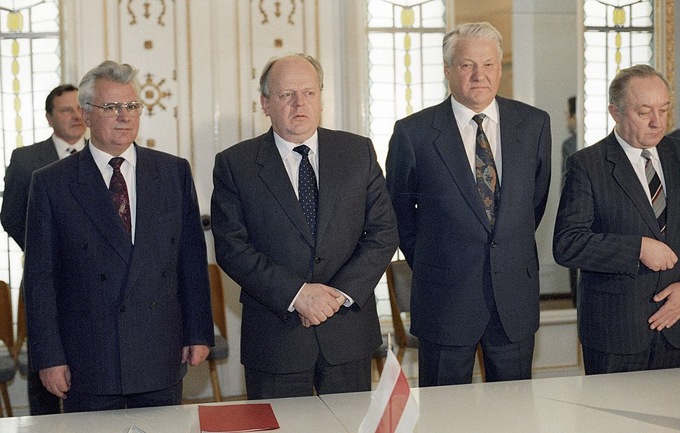 RIAN archive 52076 Leonid Kravchuk, Stanislav Shushkevich and Boris Yeltsin