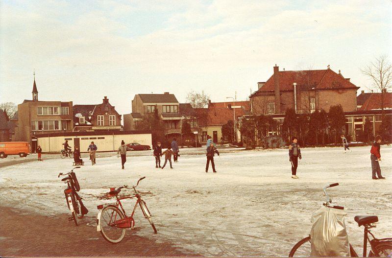 Bestand:Raadhuisstraat-schuifelenberg ijspret.jpg