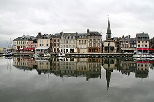 English: Reflection at Honfleur harbour, Norma...