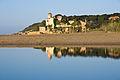Reflexe del Castell de Tamarit a la desembocadura del riu Gaià.jpg