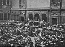 Photo de l'hémicycle du Reichtag bondé.