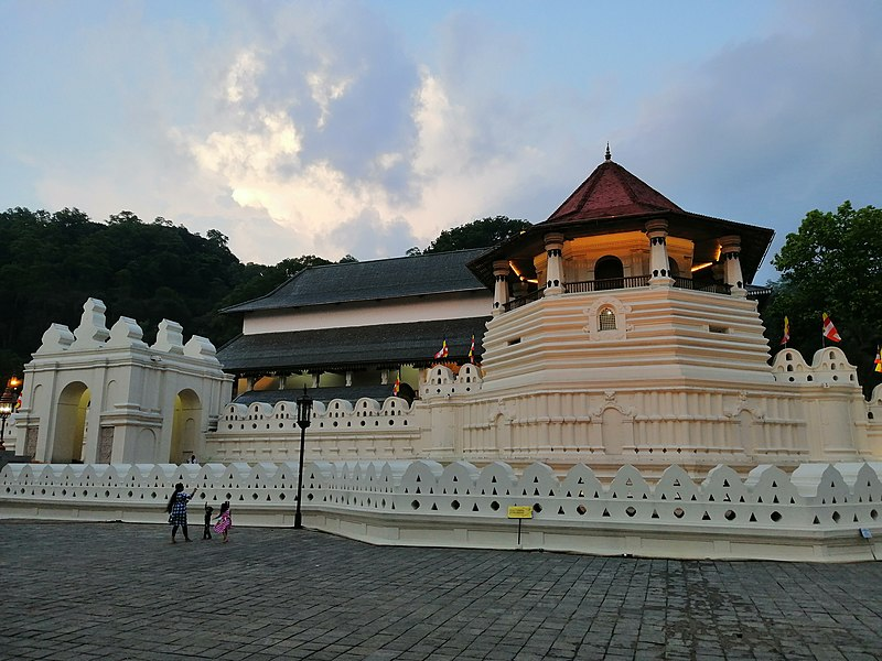 File:Relic Tooth Temple. Kandy, Sri Lanka.jpg