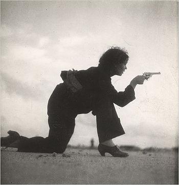 Virino trejniĝas por la Hispana Enlanda Milito (1936)