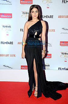 Rhea Chakraborty gracing 'Filmfare Glamour & Style Awards 2016'.jpg