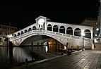 Rialto Bridge at night1.jpg