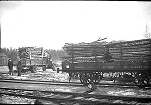 Solør Line - Lumber being loaded onto wagons at Roverud Station in 1947