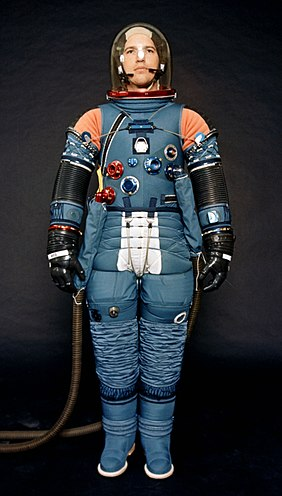 newest space suits - HD 1548×2720
