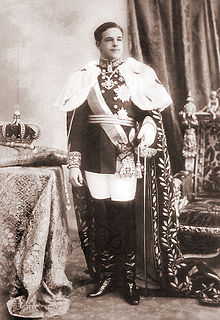 King Manuel II of Portugal, wearing the Mantle of Luís I, with the Crown of João VI, on the day of his Acclamation