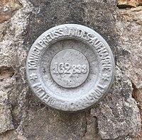 Saarburg Höhenmarke St Laurentius.jpg