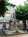 Saint-Pantaléon-de-Larche monument aux morts.jpg